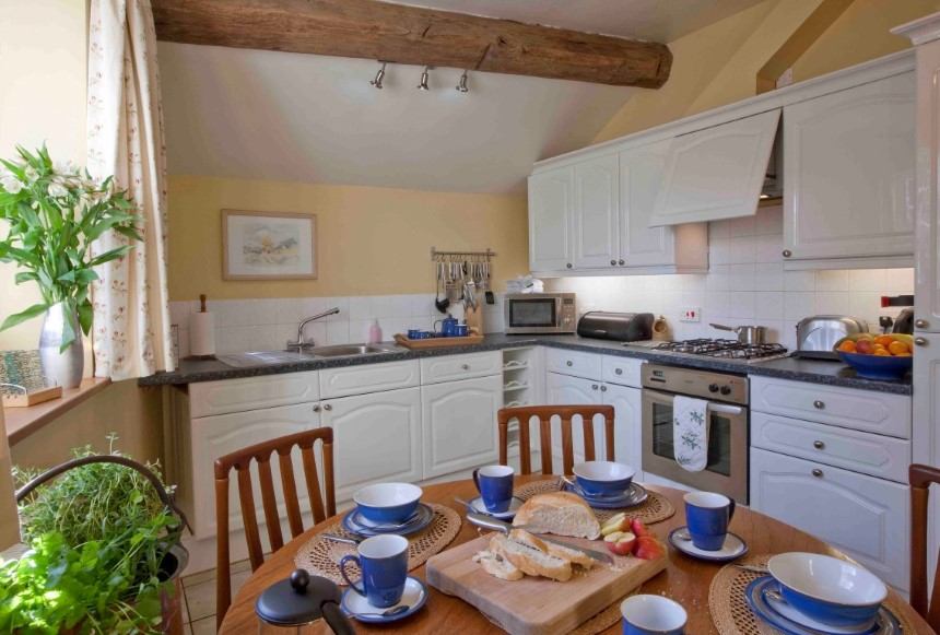 The Coach House Breakfast room/kitchen