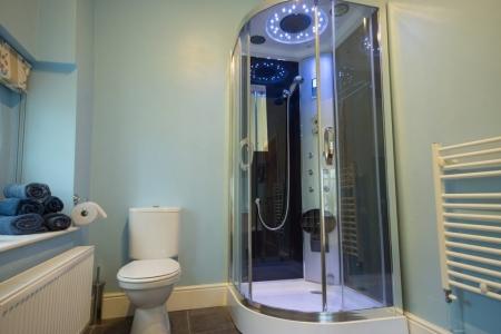 Ensuite steam shower bathroom