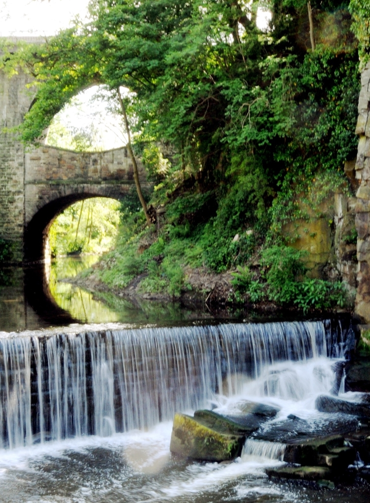 The Goyt Valley is a beautiful place for a walk with a wide variety of scenery, including reservoirs, moorland and gritstone edges