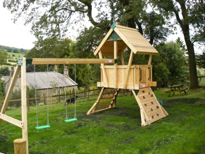Activity for children from 3years old to 14 years old in the grounds of Kerridge End Holiday Cottages